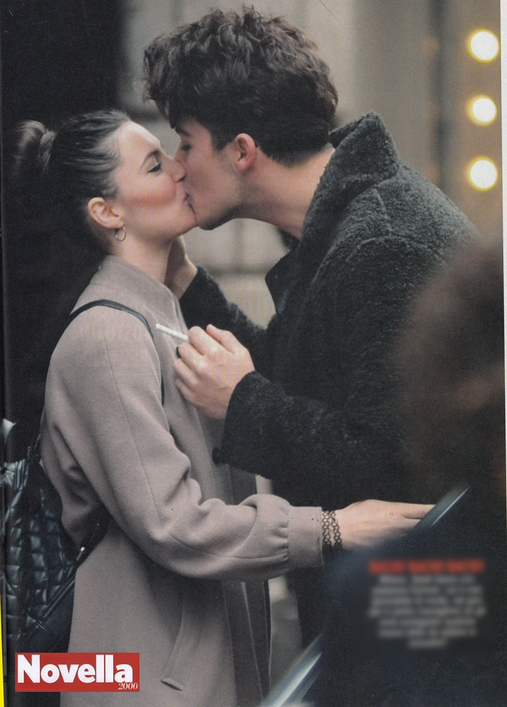 Stash, che bacio con la fidanzata Carmen!