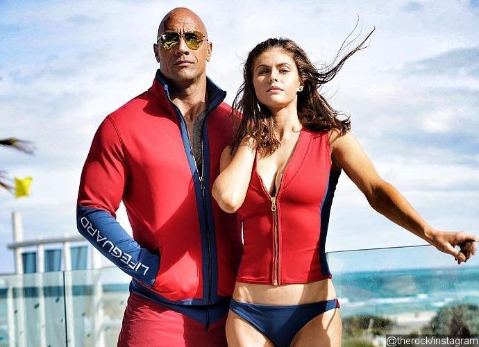 alexandra-daddario-looks-sizzling-hot-in-baywatch-set-photo